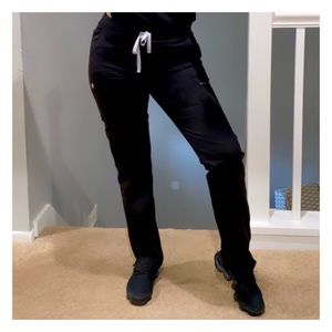 FIGS  Black Yola - Skinny Scrub Pants
